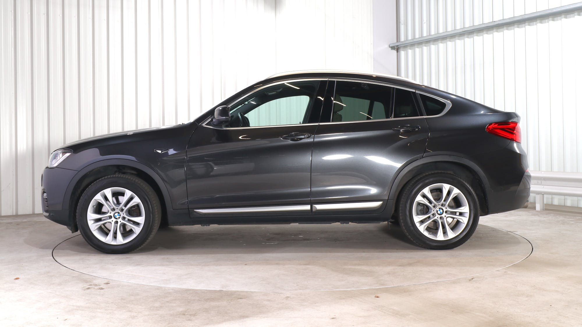 BMW X4 leasing exterior 2