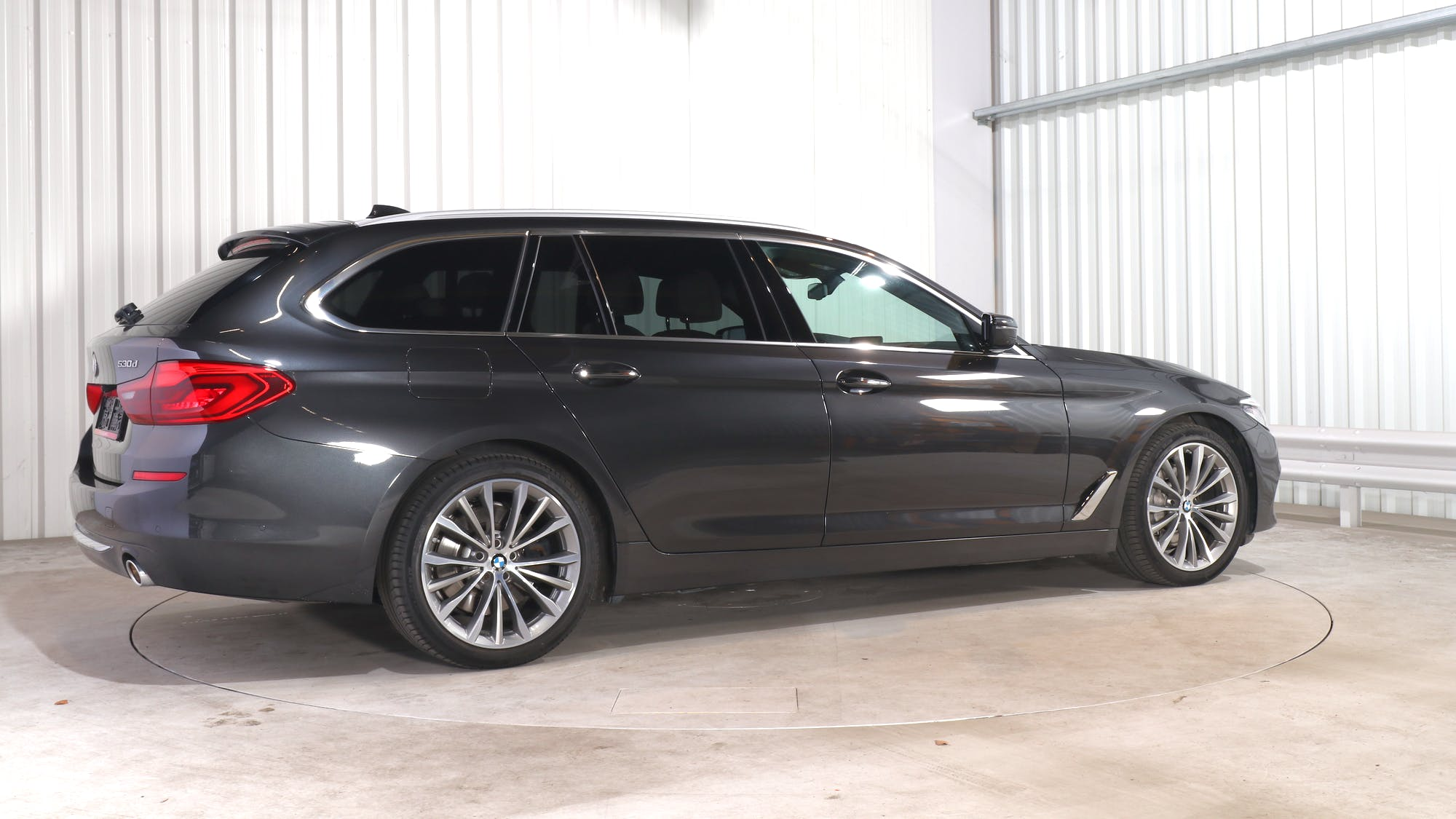 BMW 5 TOURING leasing exterior 7