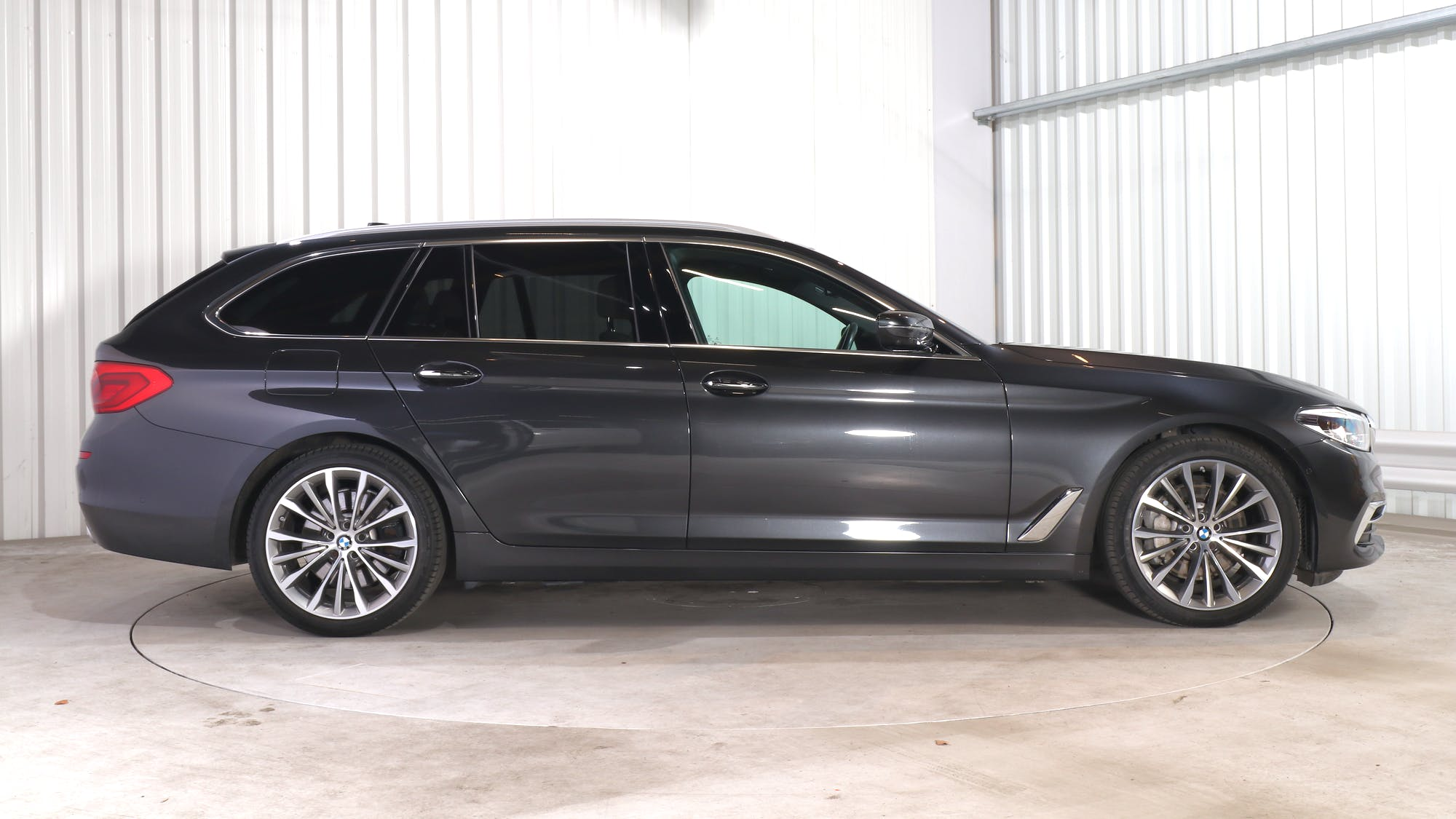 BMW 5 TOURING leasing exterior 8