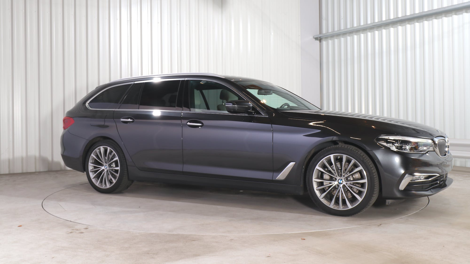BMW 5 TOURING leasing exterior 9