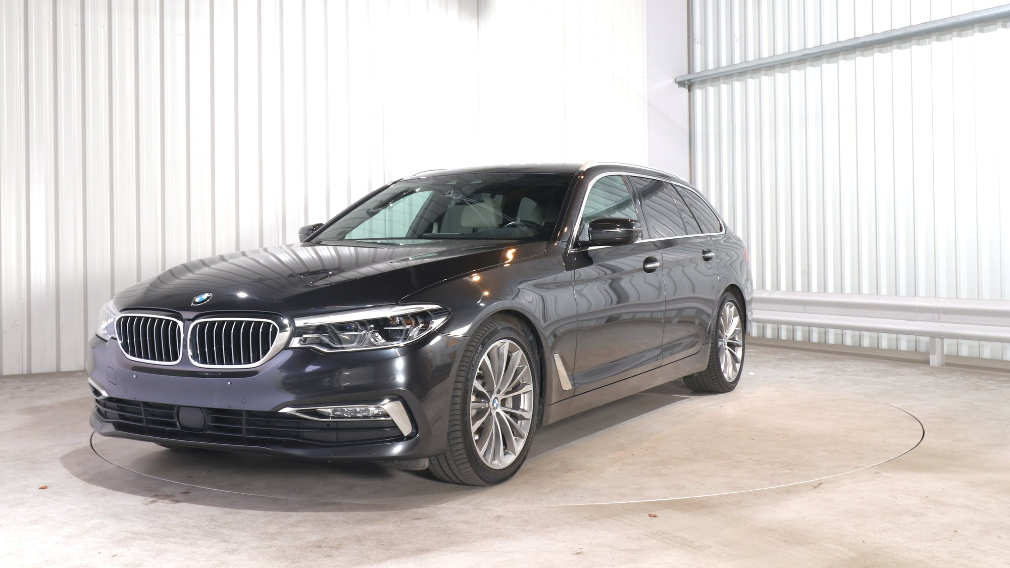 BMW 5 TOURING leasing exterior 0