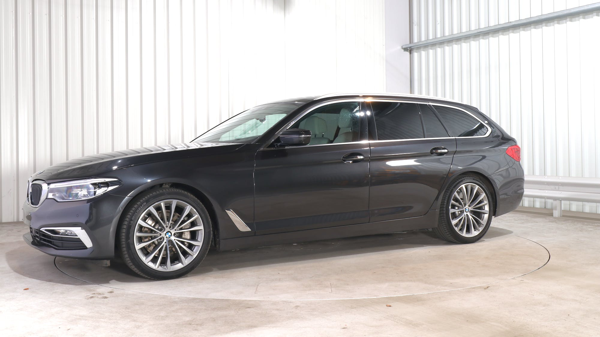 BMW 5 TOURING leasing exterior 1