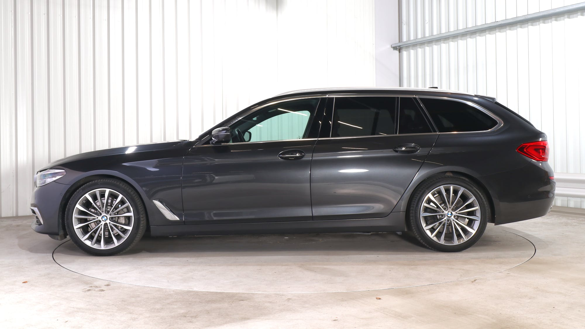 BMW 5 TOURING leasing exterior 2