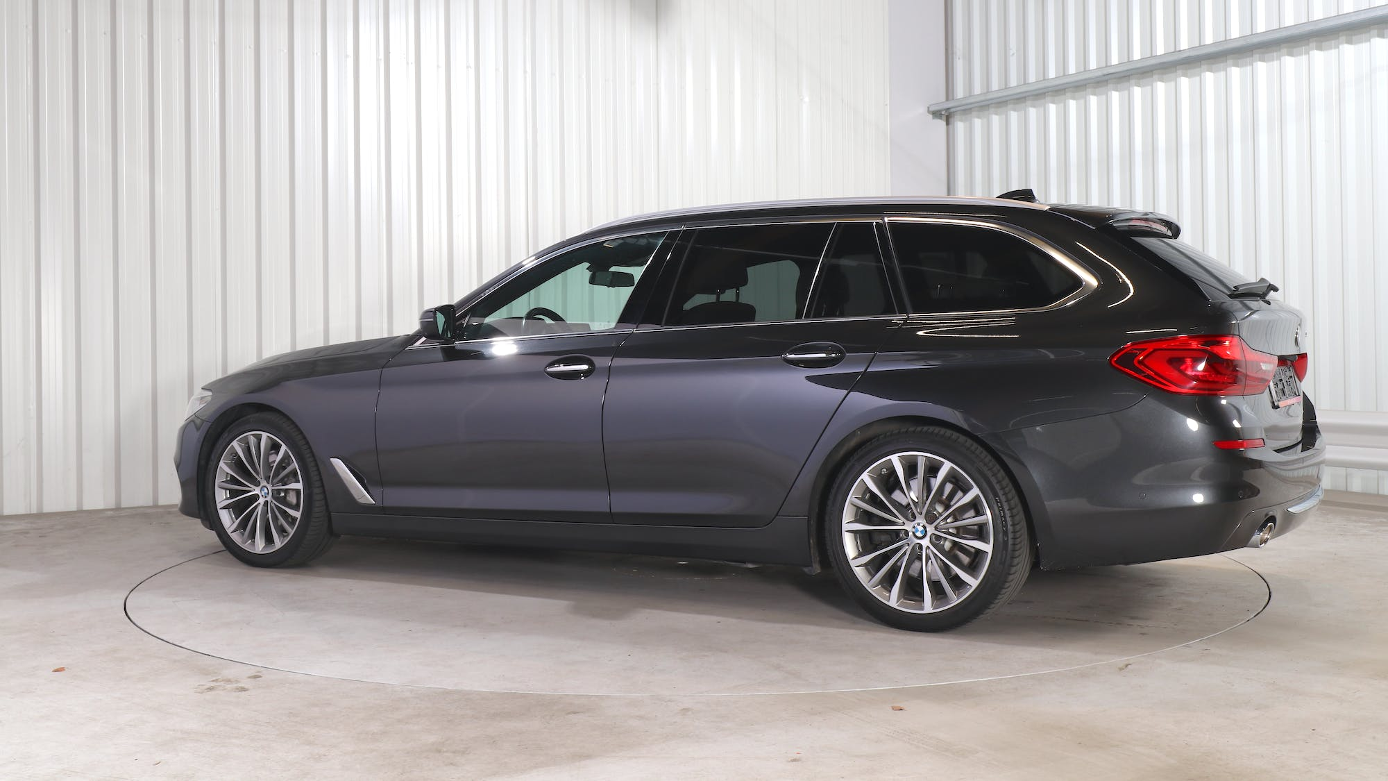 BMW 5 TOURING leasing exterior 3