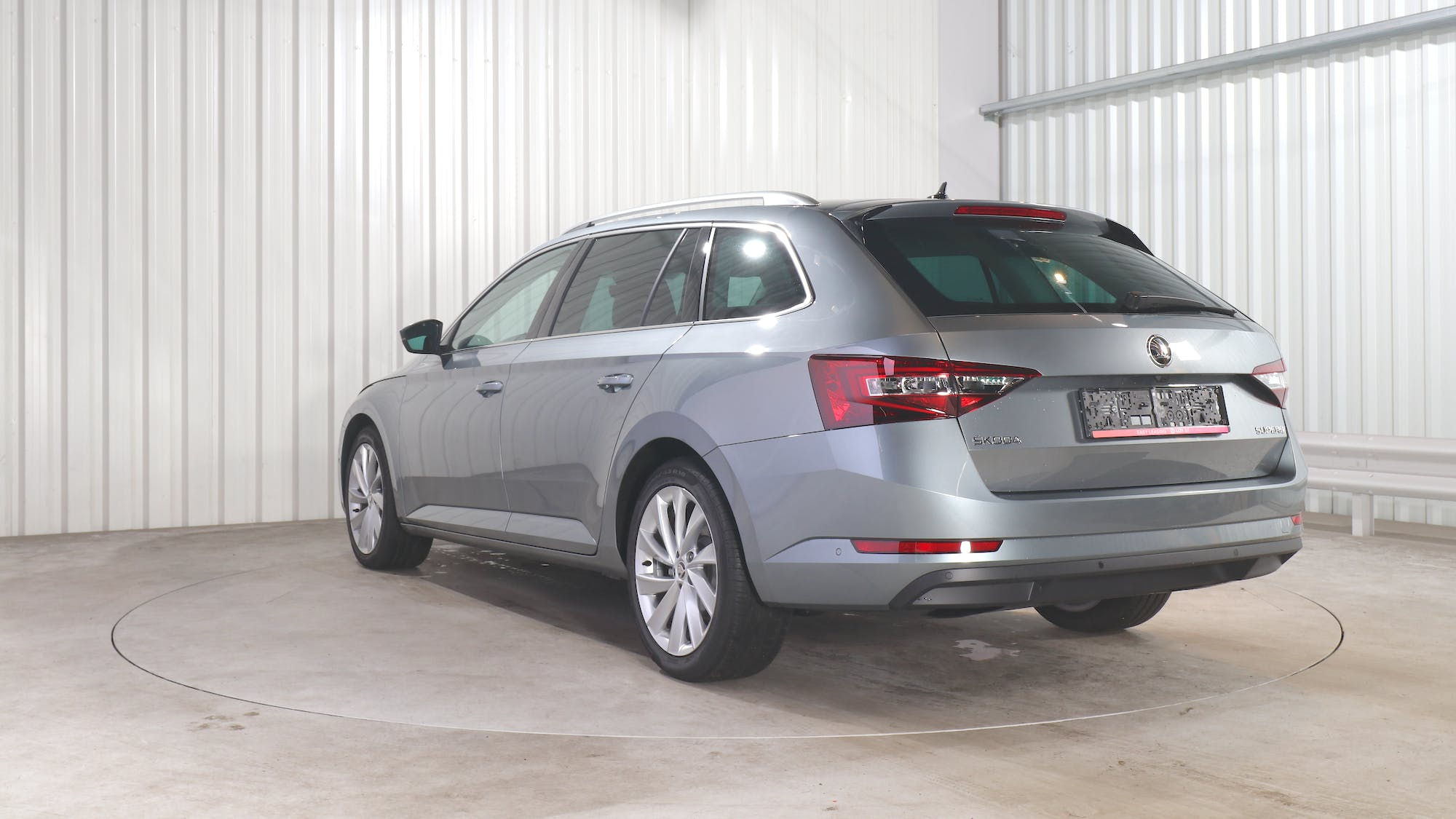 SKODA SUPERB COMBI leasing exterior 4