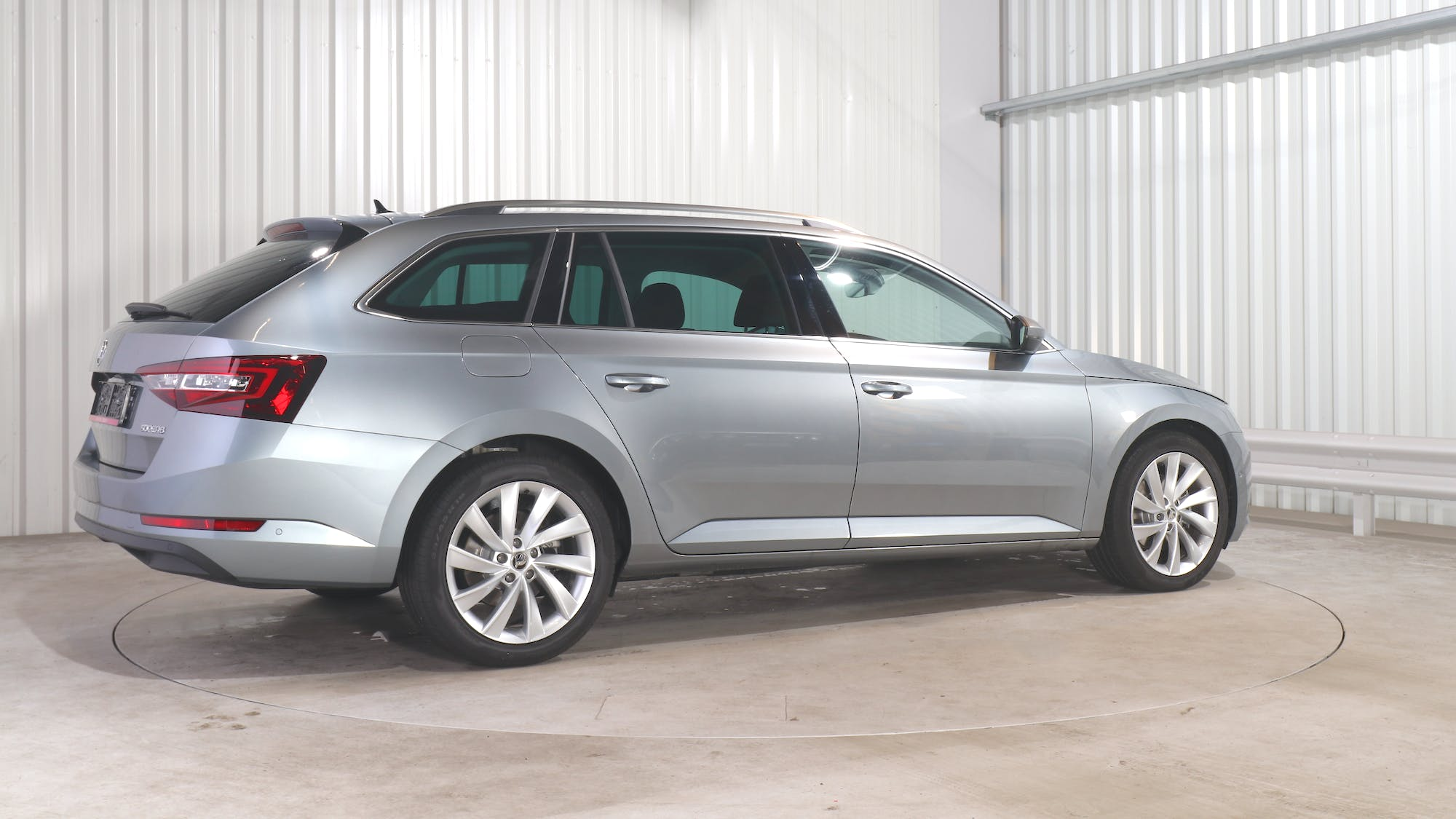 SKODA SUPERB COMBI leasing exterior 7