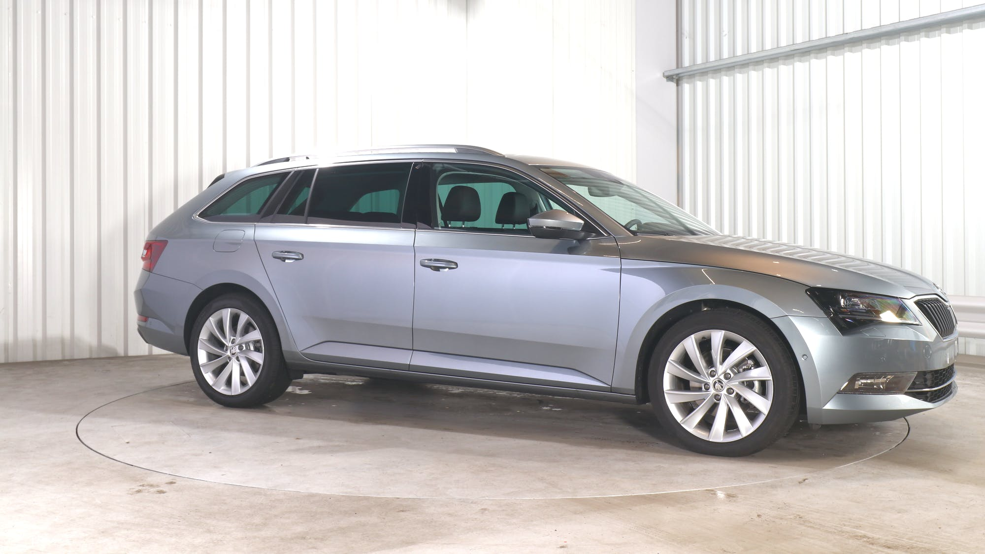 SKODA SUPERB COMBI leasing exterior 9
