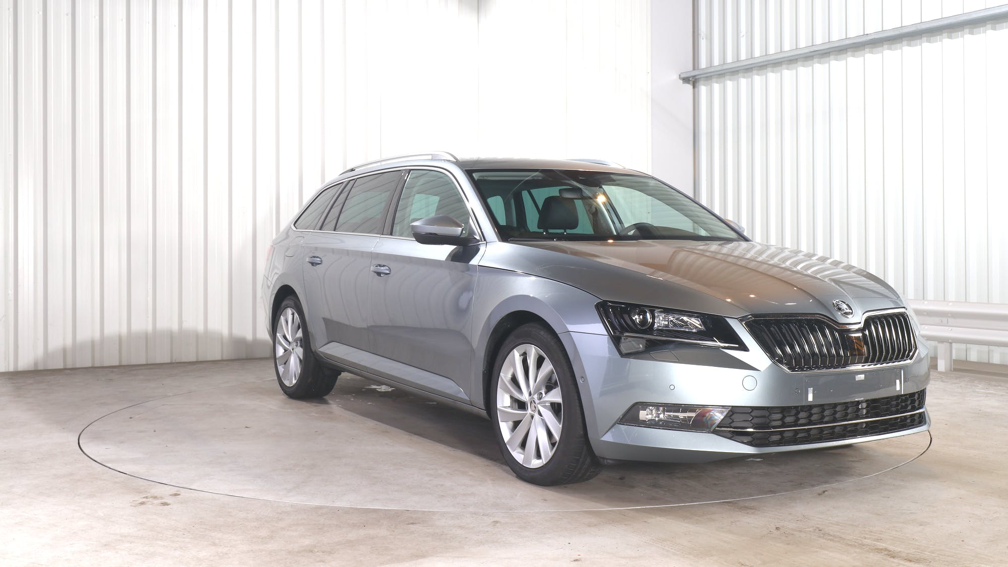 SKODA SUPERB COMBI leasing exterior 10