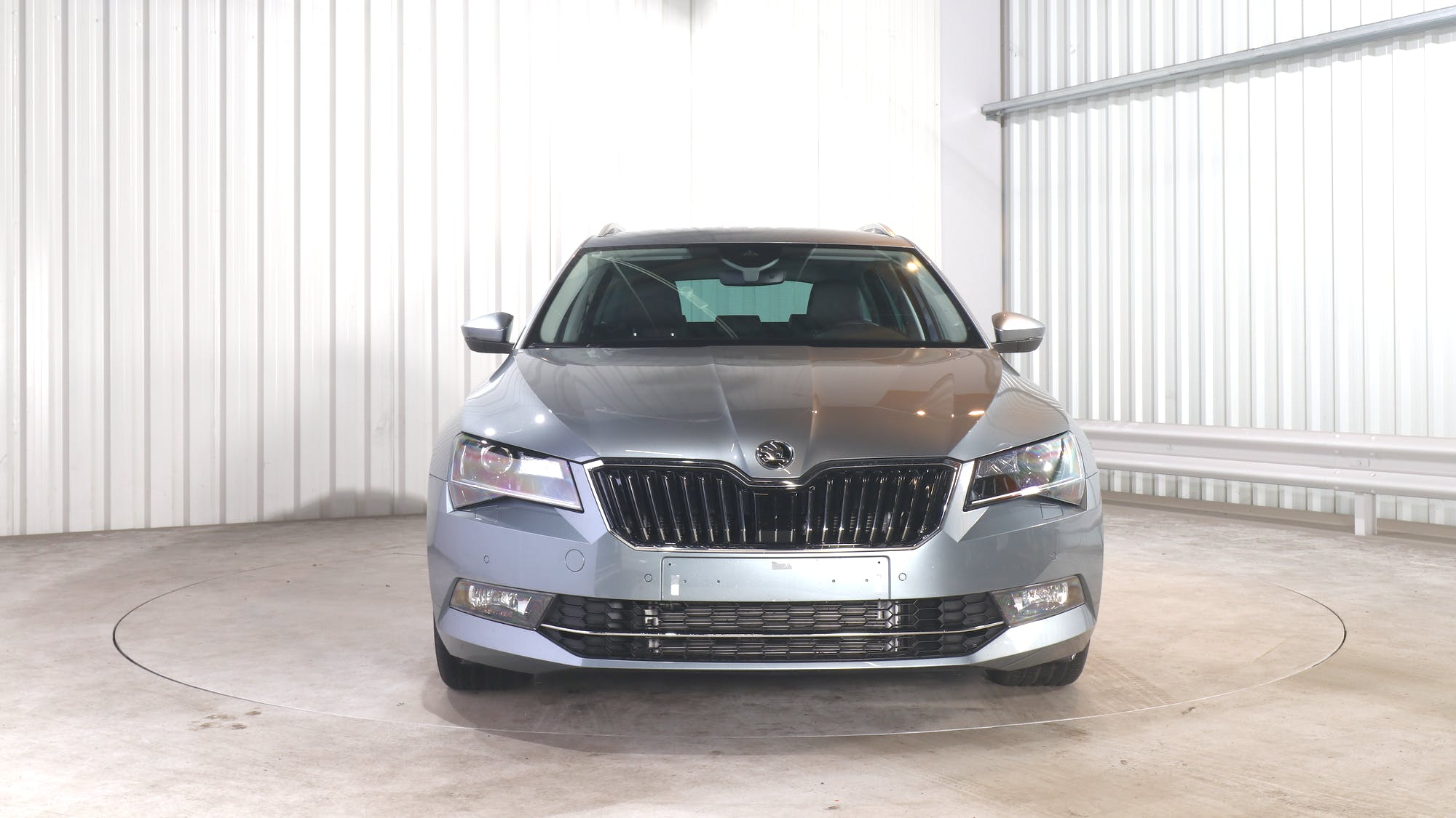 SKODA SUPERB COMBI leasing exterior 11