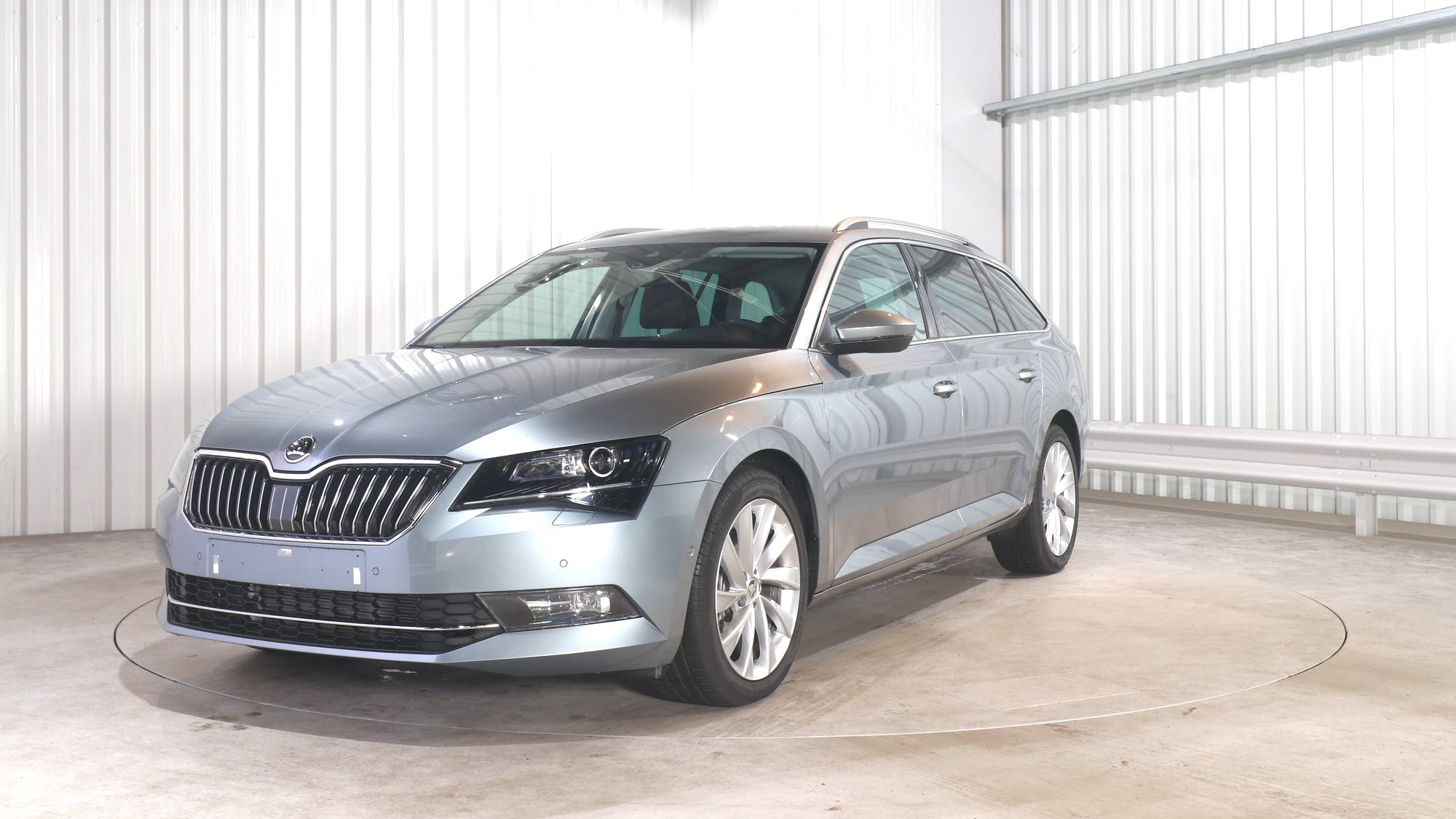 SKODA SUPERB COMBI leasing exterior 0