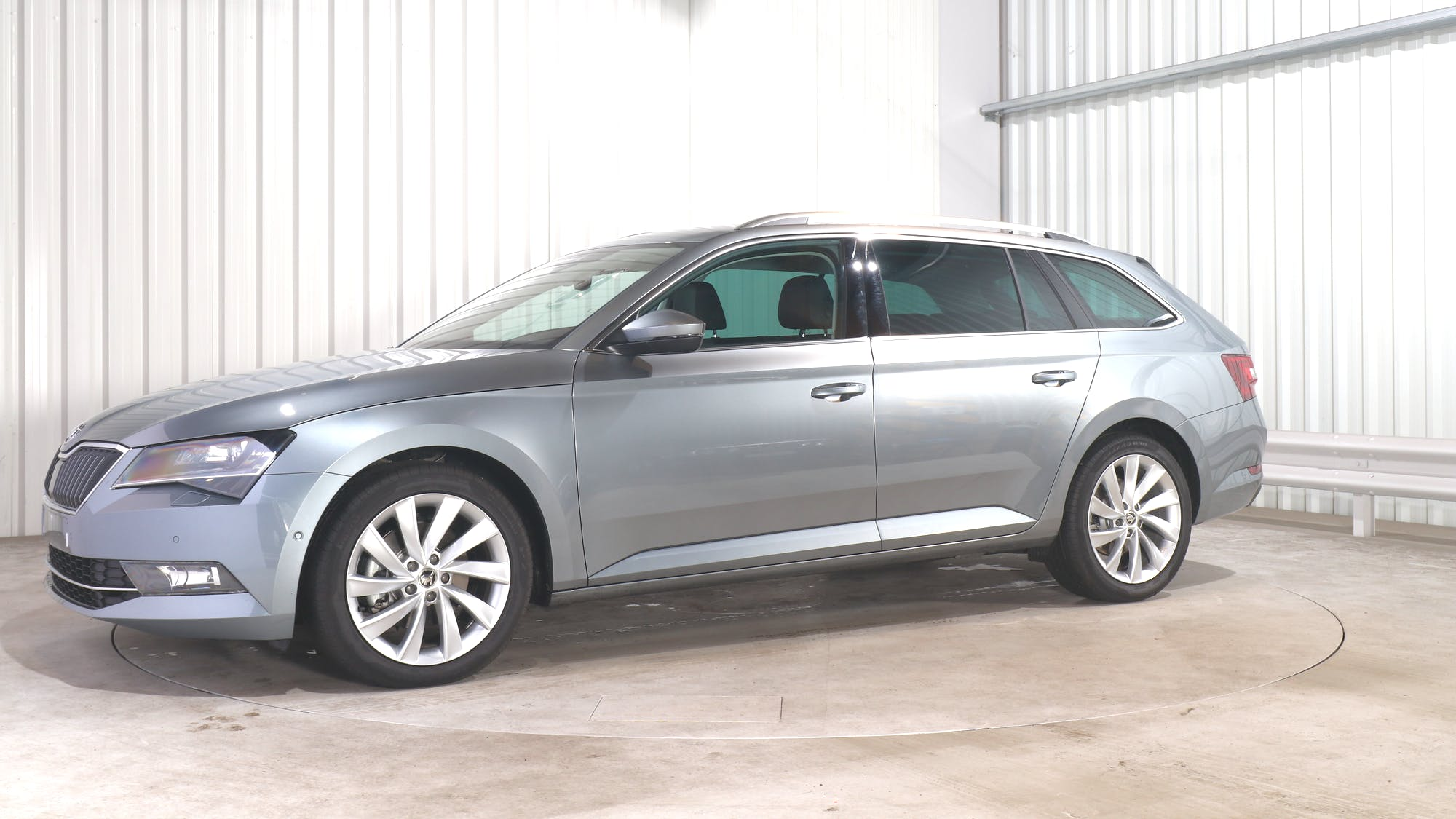 SKODA SUPERB COMBI leasing exterior 1