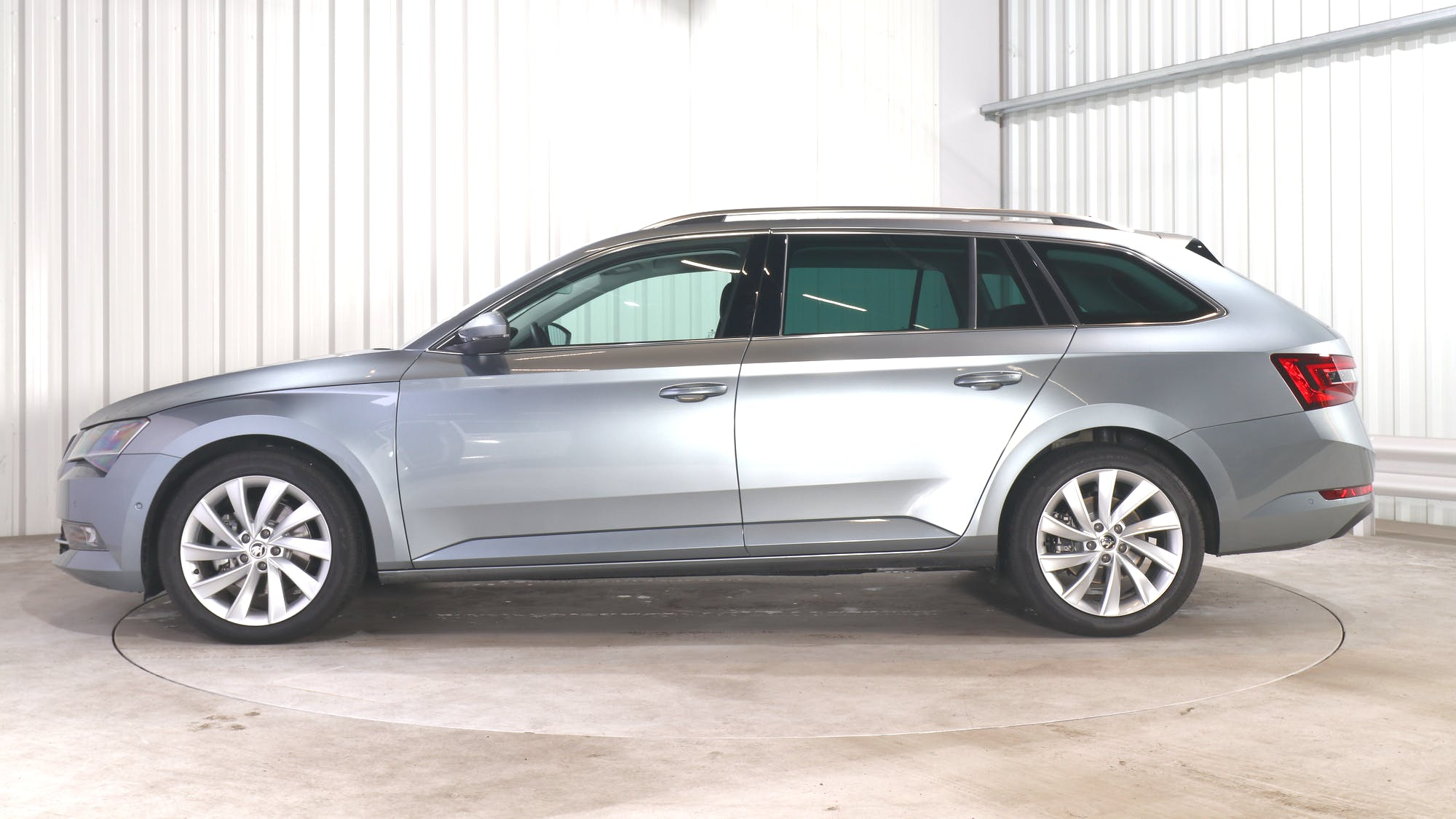 SKODA SUPERB COMBI leasing exterior 2