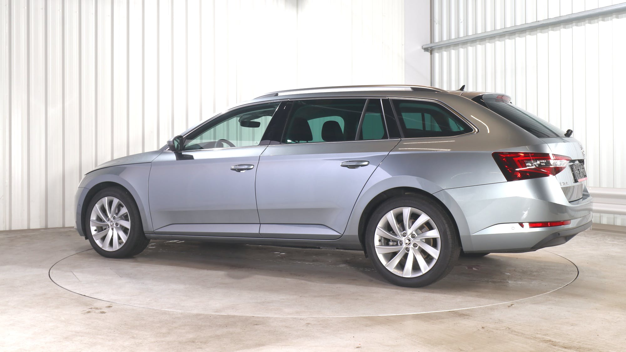 SKODA SUPERB COMBI leasing exterior 3